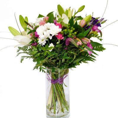 flores-en-jarron-cristal-45e-enviale-este-precioso-detalle-de-flores-naturales-de-temporada-preparadas-en-jarron-de-cristal-y-listas-para-regalo